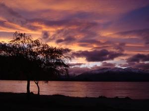Wanaka lakefront at sunset -- photo taken by Catherine Davis